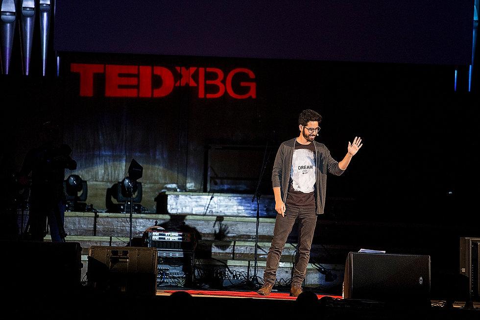מרצה בהרצאה של TED