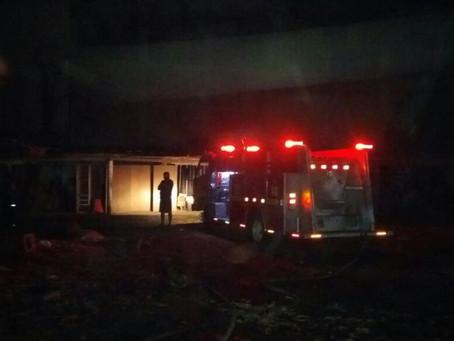 Susto por incendio en fábrica de muebles durante la madrugada en Barranquilla