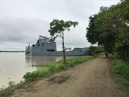 Buque de la Armada Nacional llega a Achí por posible evacuación