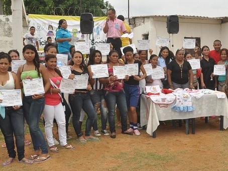 Con fútbol, reclusas de Valledupar se informan sobre el autoexamen de seno