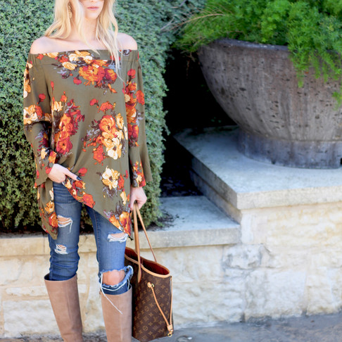 Fall Outfit Inspiration: Floral Print and Ripped Denim