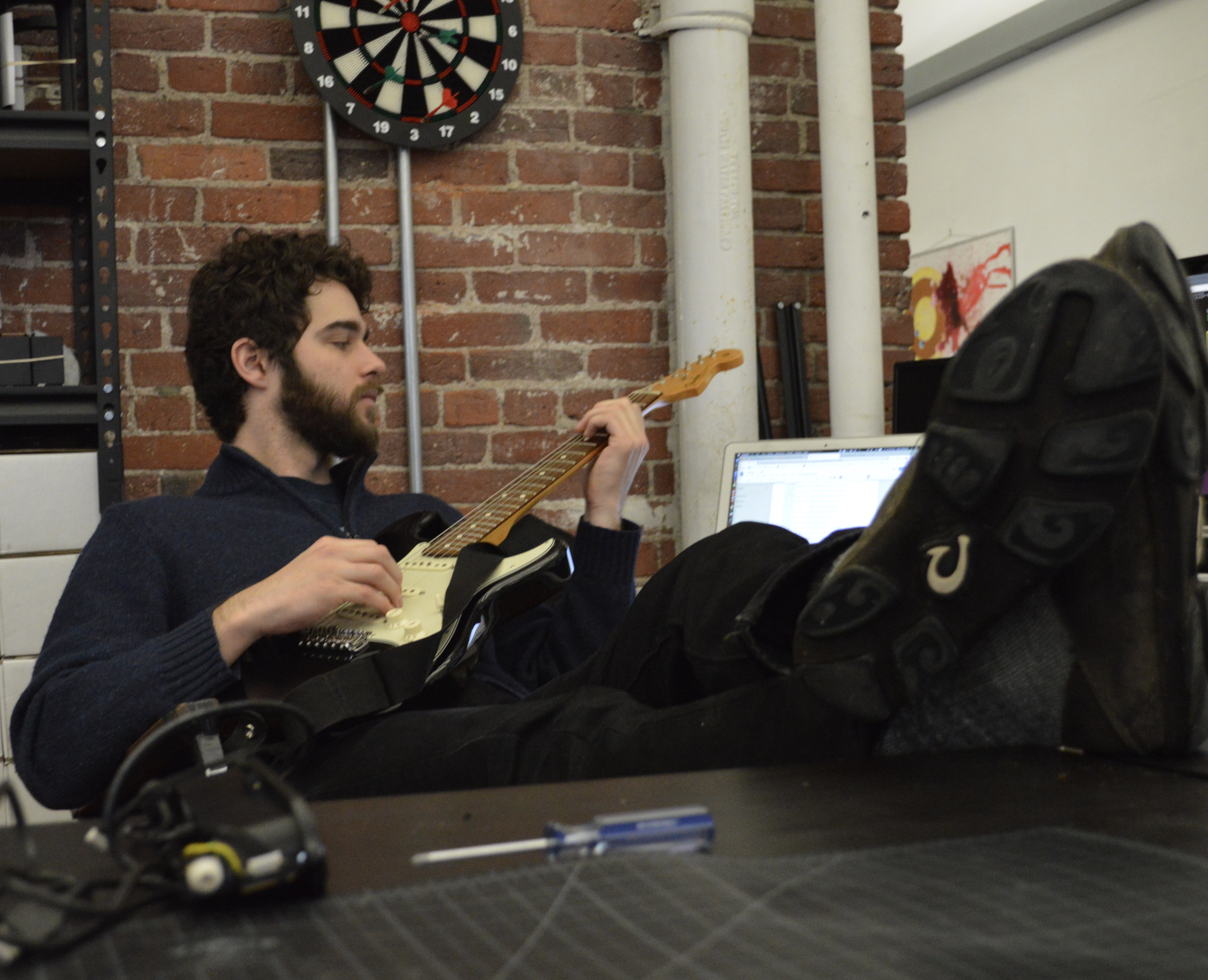 desk-guitar