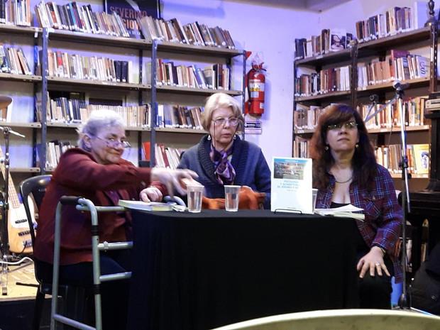 Presentacion del libro en la biblioteca Tiempos Modernos