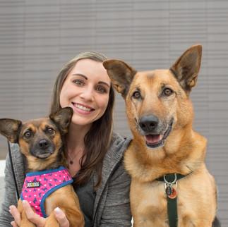 Marina Keckeis-Vonbrül mit Penny & Paco