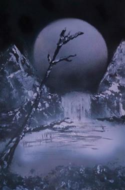 Cascade sous la Lune