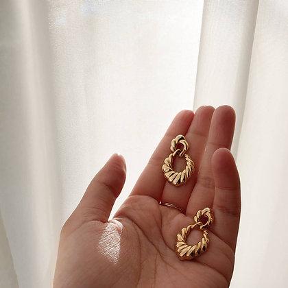 80s Gold Tone Earrings