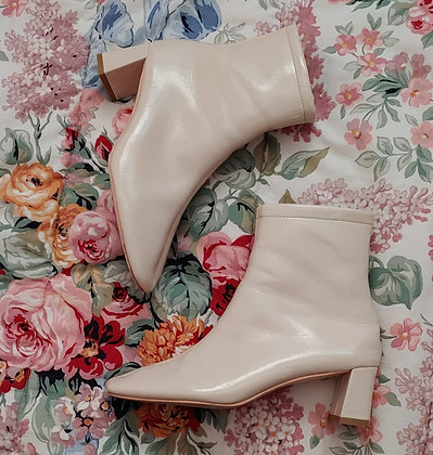 90s Ivory Patent Boots