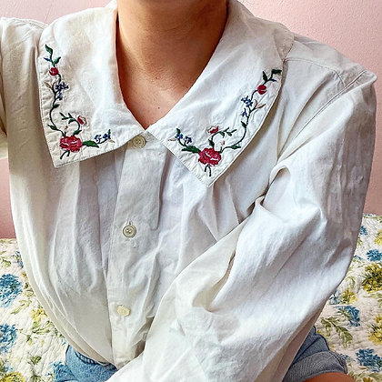 90s Rose Embroidered Collared  Top, up to L