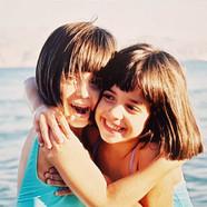 מאי דן ילדות קטנות בים