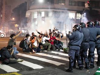 Violência do Estado contra manifestantes e repórteres atenta contra o Estado Democrático e de Direit