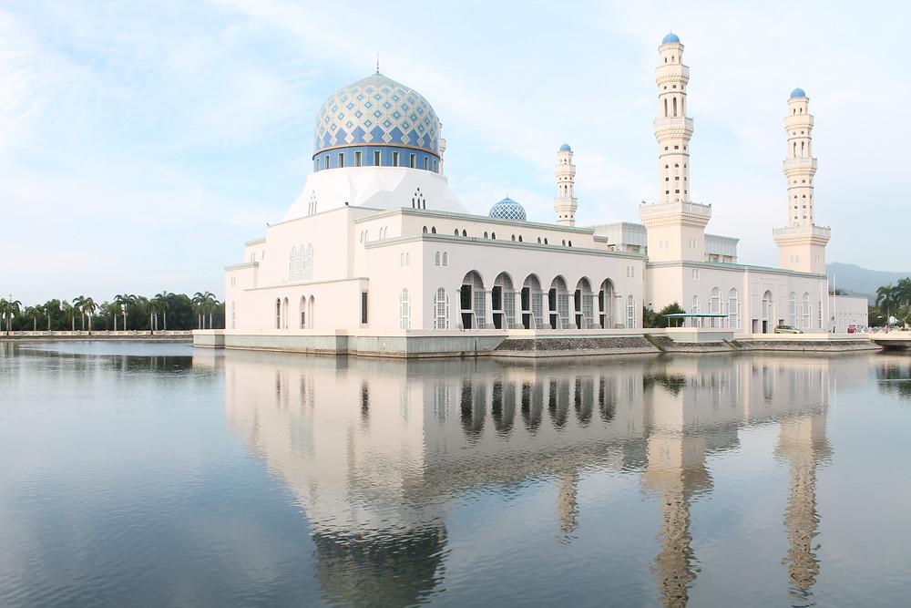 Beautiful Borneo: What to do in Sabah, Malaysia Kota Kinabalu city mosque four dirty feet