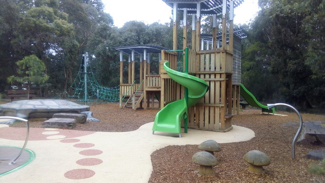 playground-equipment-playgrounds-in-whit