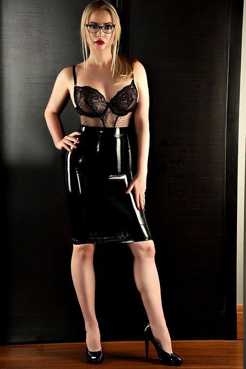6.92 Heidi black latex 2.jpg