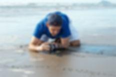 Kike Filmando tortugas marinas _ Enrique