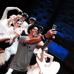 Swan selfie! #tonightsthenite #geffentheater #swanlake #dance #balletmeetsstreet #tonibasil #backsta