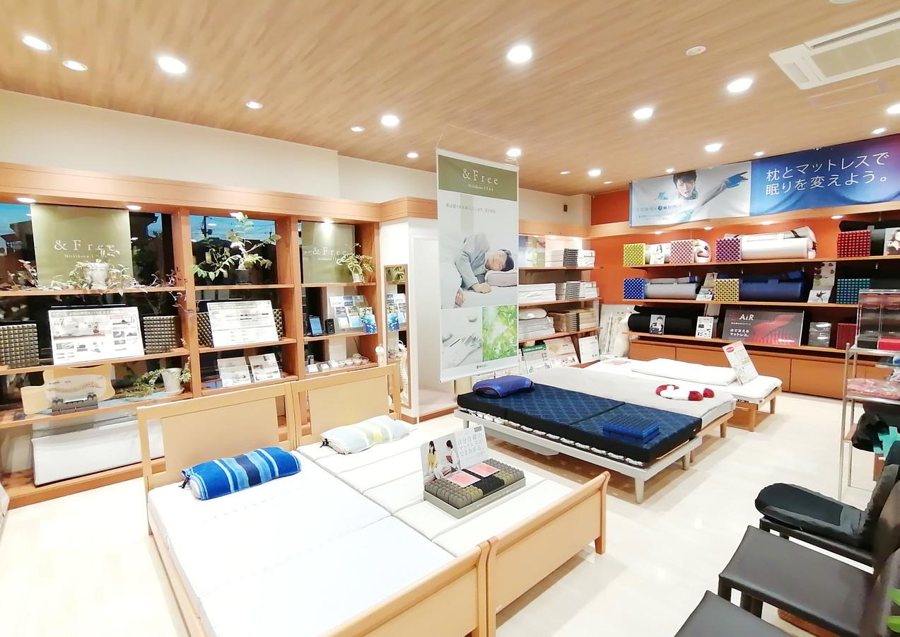眠りの店たかぎ 寝具の価値を体感できる店内