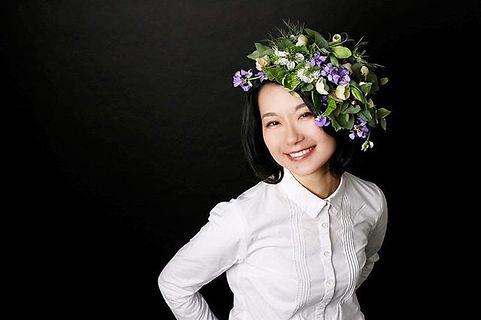 「花を纏う」_マキエでは、花と人を繋ぐ活動をしています。_'_自分へのご褒美に。