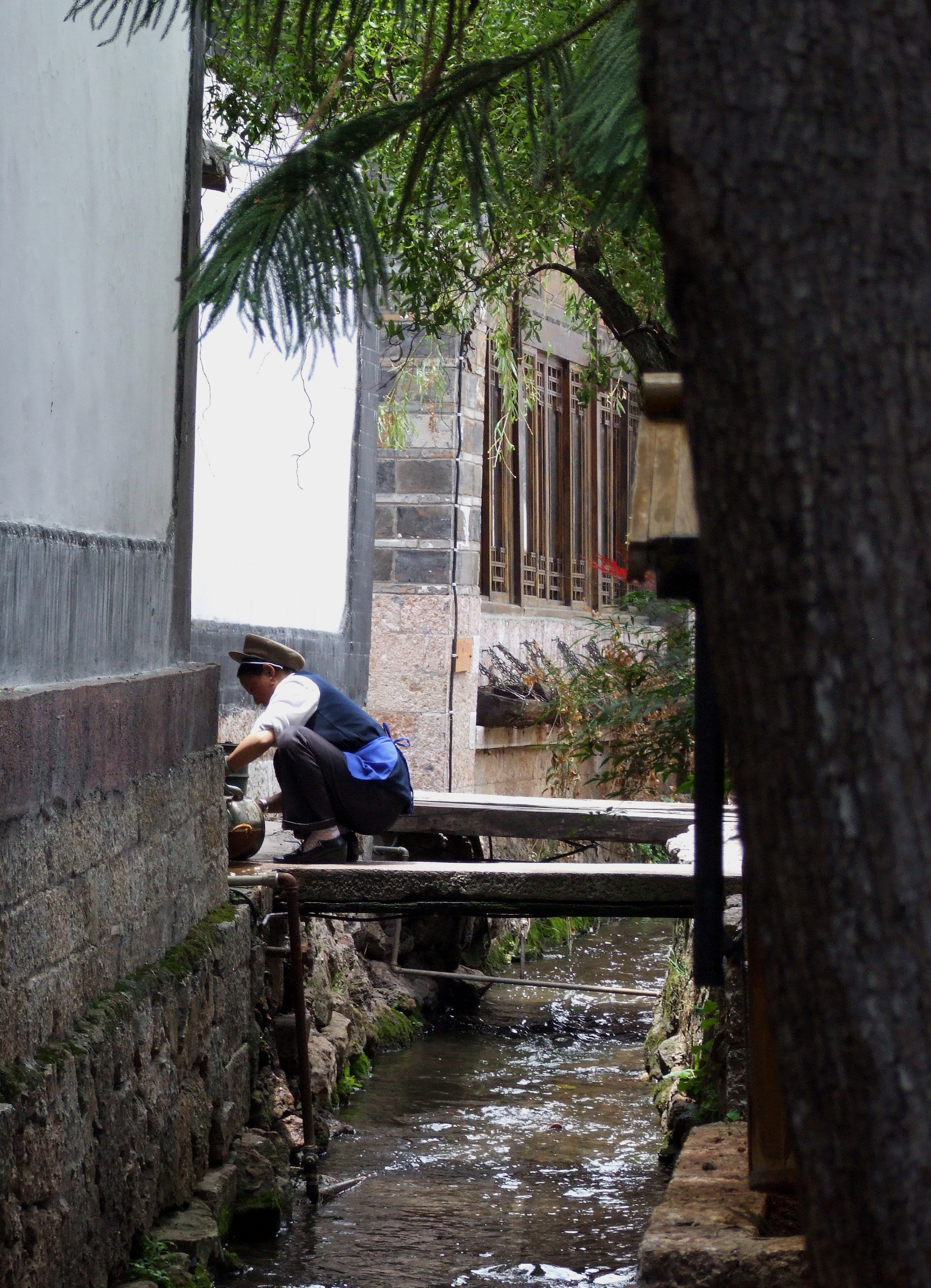 LD lijiang woman water