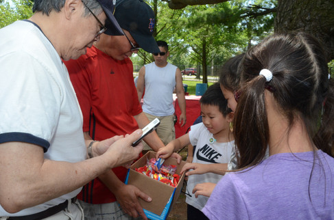 Handing Out Prizes at the 2017 CCLI Picnic