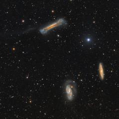 Triplete de galaxias en Leo