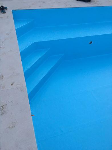 PVC_bleu_clair_Chambésy_vue_escalier.JP