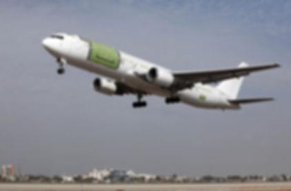 767-300_take_off_.jpg