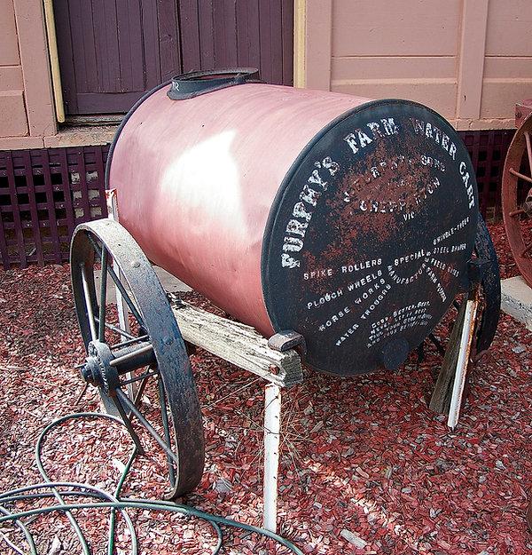 Furphy's_Farm_Water_Cart.jpg