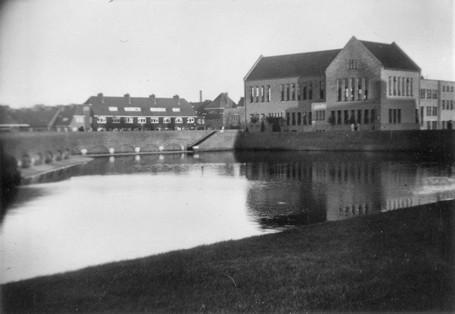 Bad-Buurthuis Linneausplein 57 later buurthuis woningbouwvereniging Groningen gemeenschappelijk waslokaal 1953