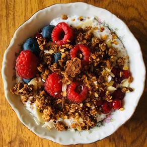 Pudding de chia, fruits rouges & granola maison
