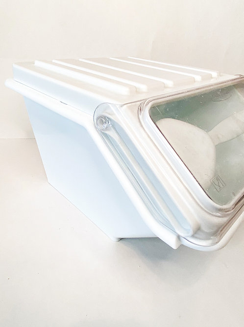 Rubbermaid Commercial ProSave Shelf-Storage Ingredient Bin with Scoop