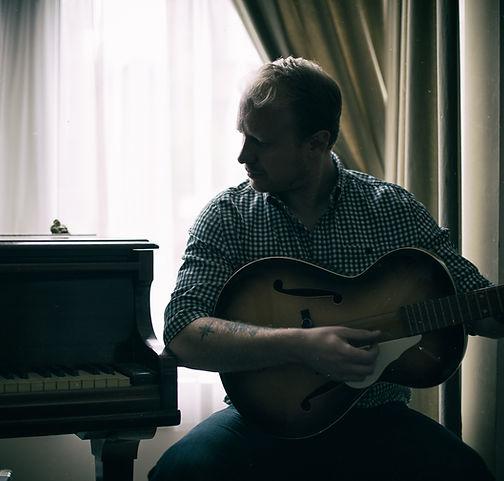 Benjamin William Pike singer songwriter americana, folk, acoustic guitarist