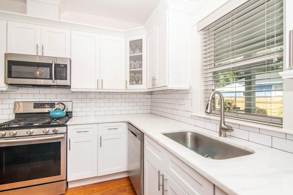 14-Kitchen W Henry Ave.jpg