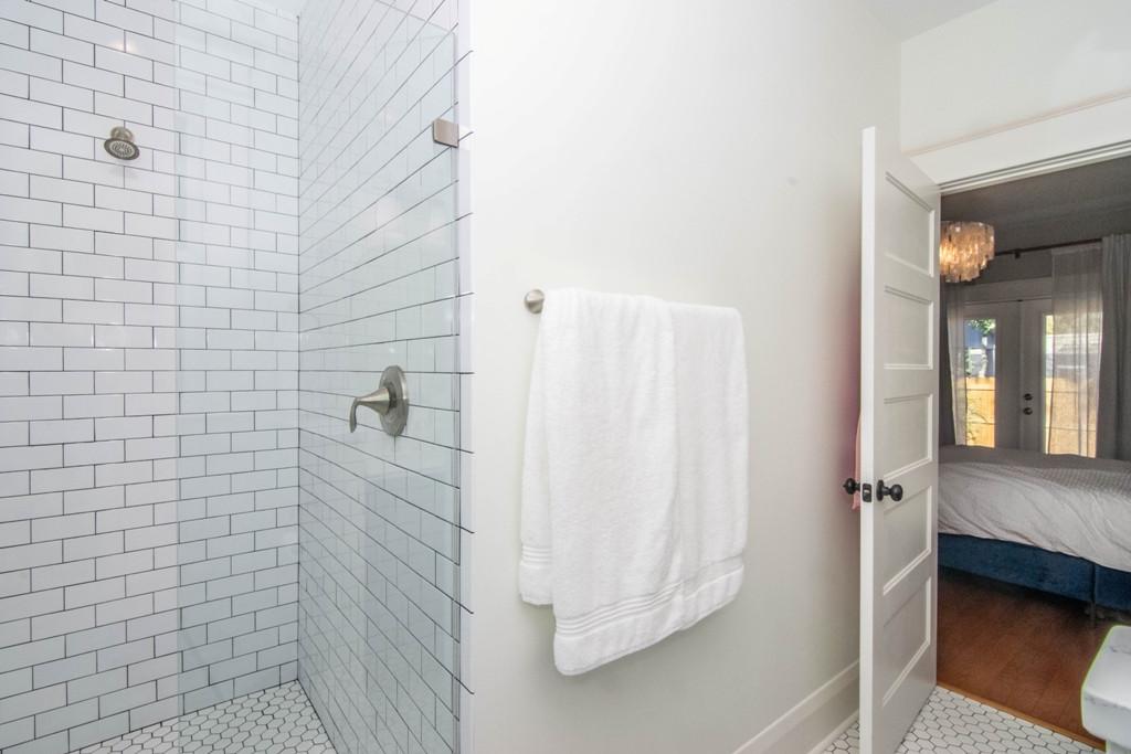 19-Master Bath W Henry Ave.jpg