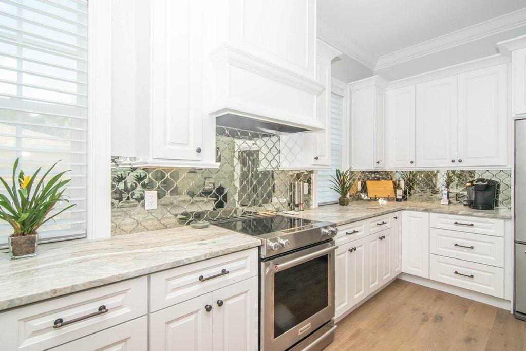 15-Kitchen W Warren Ave.jpg