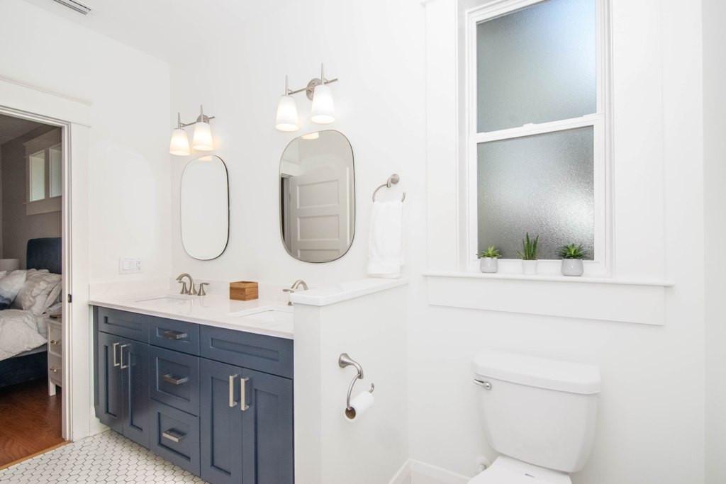 20-Master Bath W Henry Ave.jpg