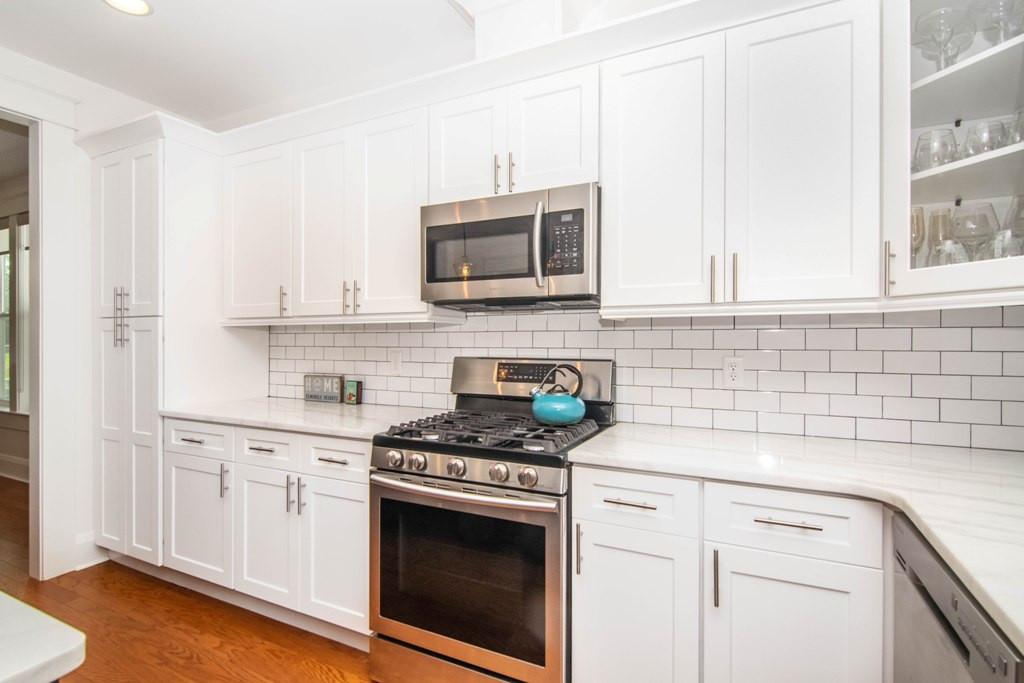 12-Kitchen W Henry Ave.jpg