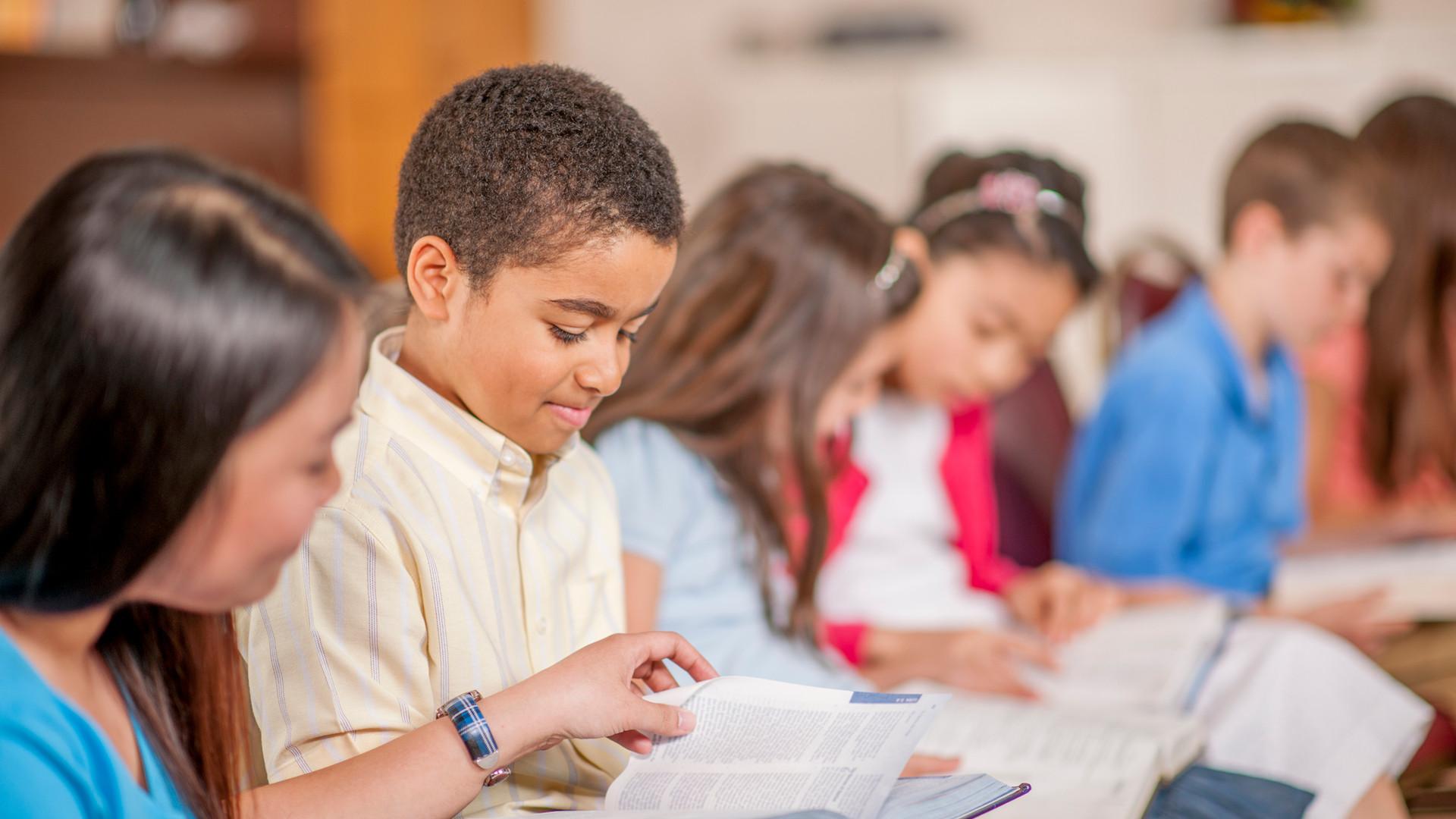 Children-Reading-Scripture-Together-5043
