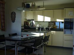Küche mit Spiegelrückwand