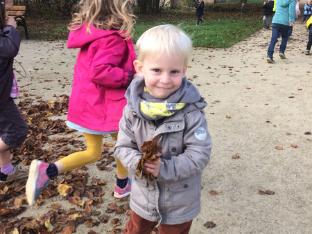 Chantons autour de notre tapis de feuilles mortes !