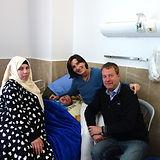 irak Dieter mit Patienten.jpg