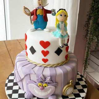 bolo decorado com pasta americana - alice no pais das maravilhas - 2 - maria bolo