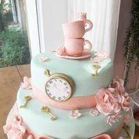 bolo decorado com pasta americana - alice no pais das maravilhas - maria bolo