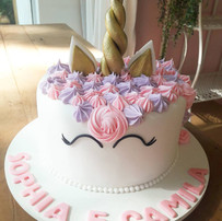 bolo unicorinio - decorado com pasta americana - maria bolo