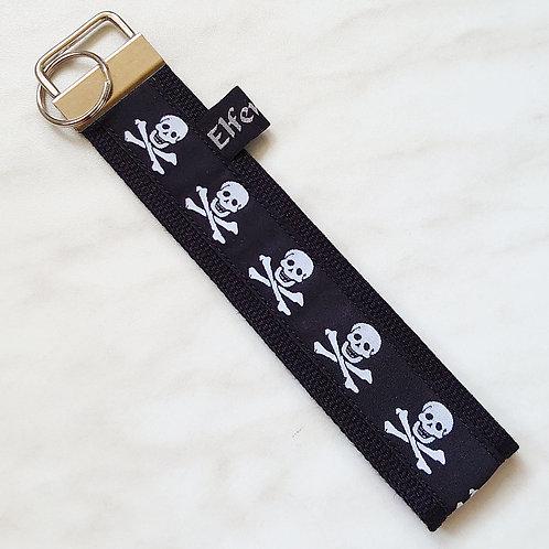 Schlüsselband schwarz/ Totenköpfe groß