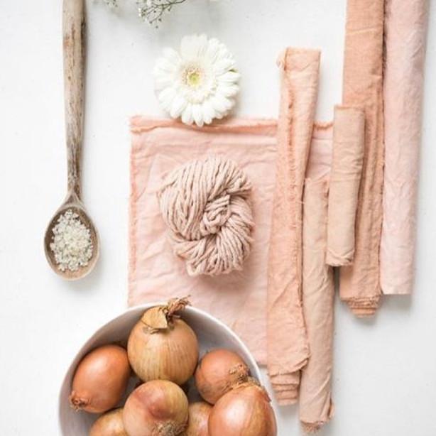 Residuos de alimentos se transformam em cores únicas e especias.