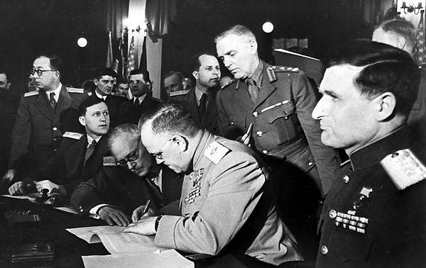 жуков 1945.jpg