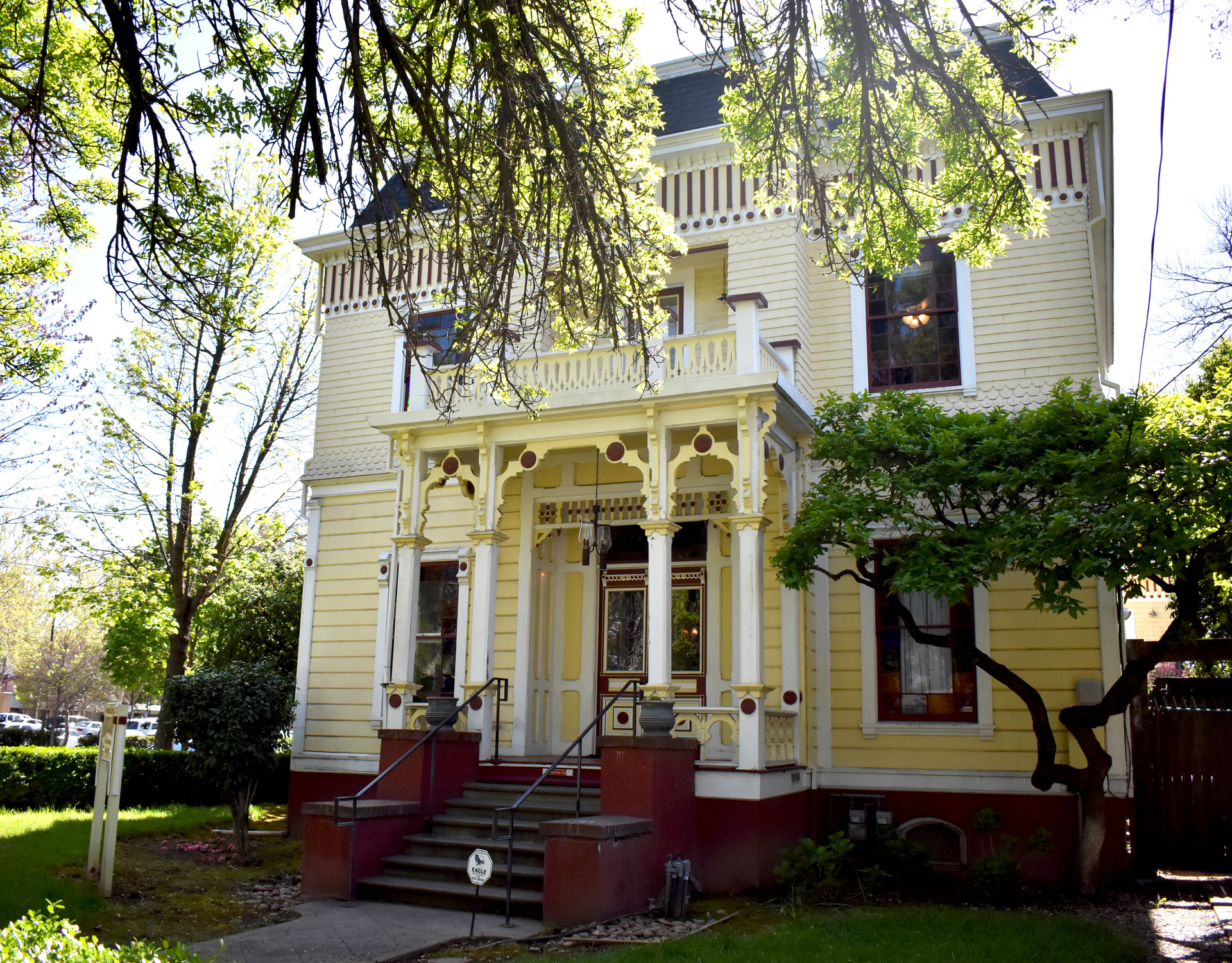 The Lee-Mansfield House dates to the Victorian era