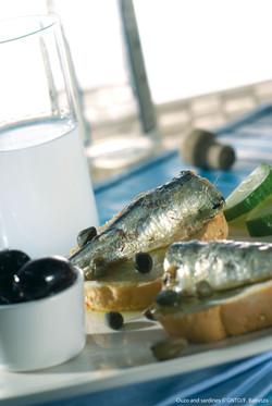 Gastronomy_Ouzo-Sardines_photo F Baltazi
