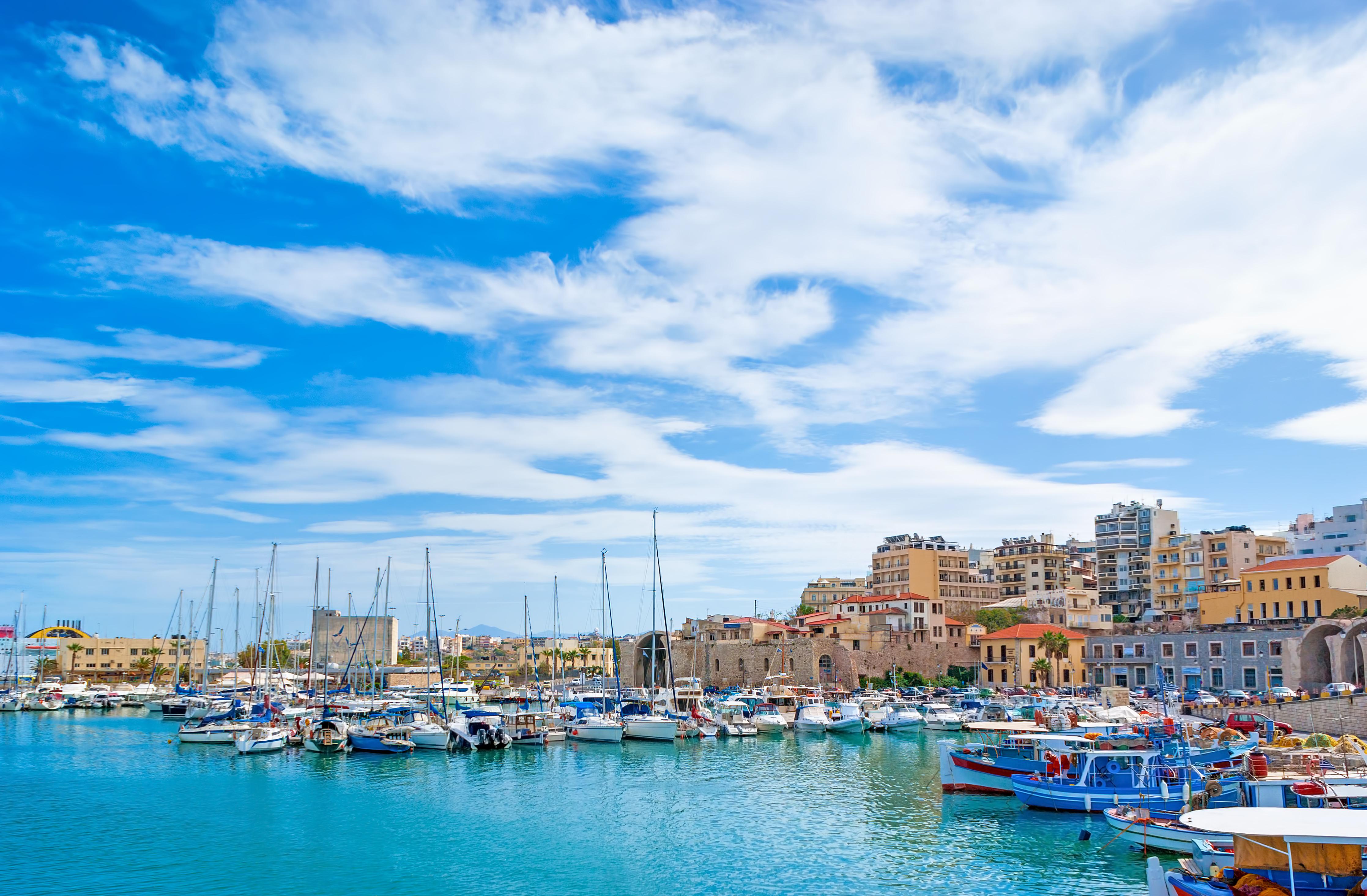 Crete_Heraklion_harbour_515899549.jpg