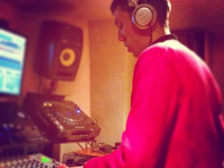 DJ STEVE SAUNDERS